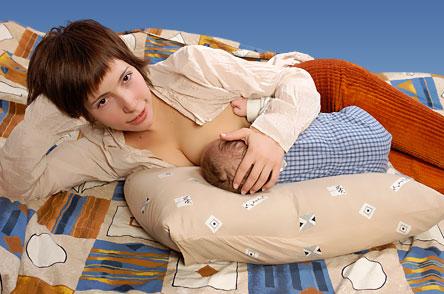 Лежа на подушке