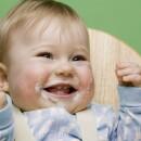 Почему новорожденные срыгивают?