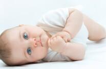Почему новорожденные икают?